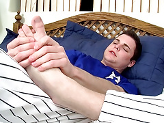 Sporty Boy Dustin Plays - Dustin Fitch